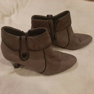 Life Stride Ankle Boots/shoes Size 6M